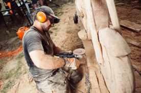 láncfűrész szobrászat
