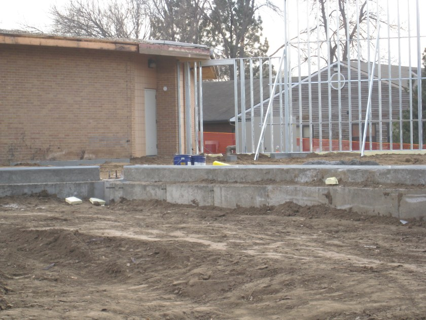 December 2011 – Steel beams and walls going up on Alumni/Historical Center.