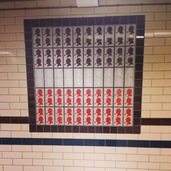 If you're a Sherlock fan, you'll be thrilled to see the small touches of the detective decorating the Baker Street London Underground station.