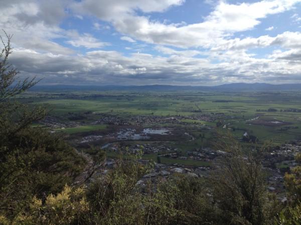 Tramping the Te Aroha summit, just one hour away!
