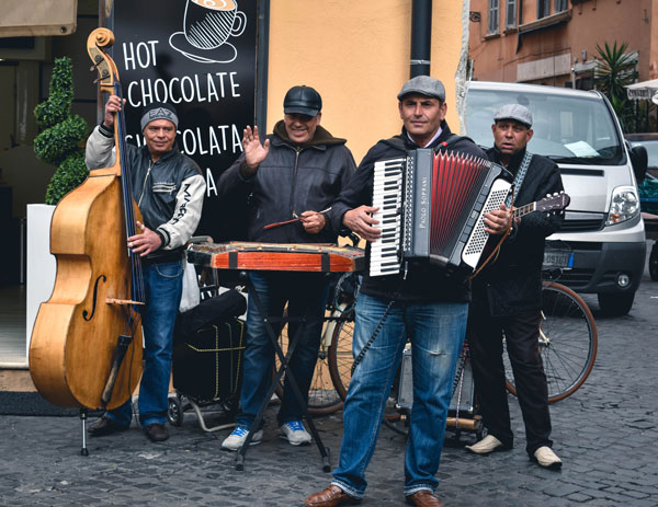 italy-rome-spring2016-culture_customs_traditions-music_in_rome-julia_raines