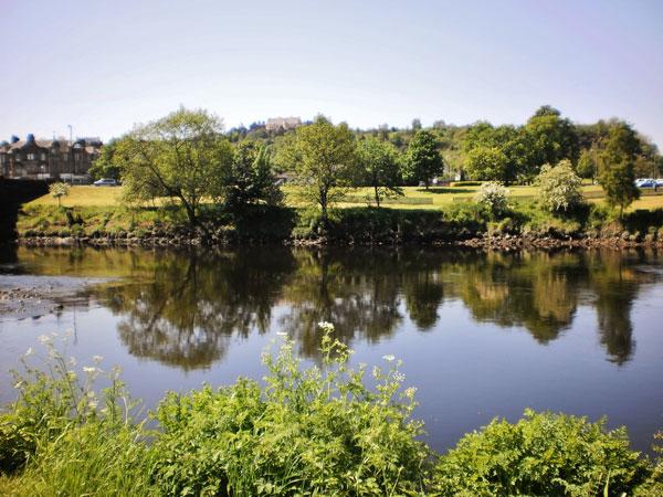 stirling-scotland-2012-glossy-reflection