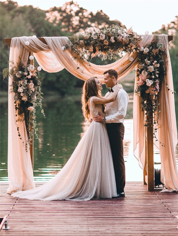 30 Best Floral Wedding Altars Amp Arches Decorating Ideas