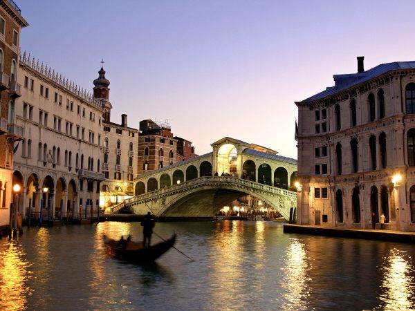 Rialto-Bridge-(Venice,-Italy)