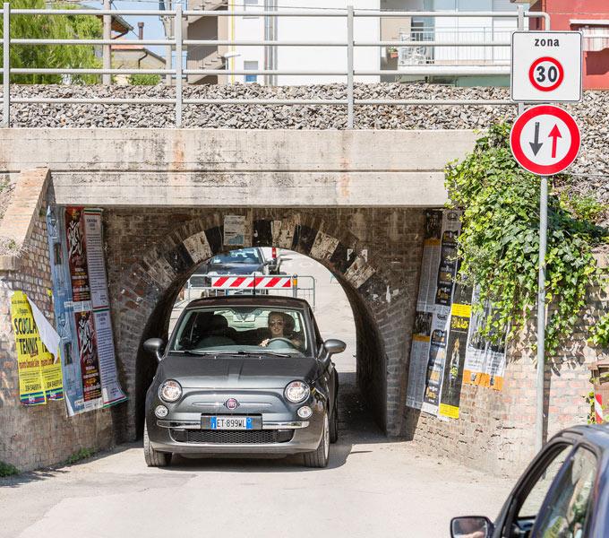 italie huurauto door tunneltje