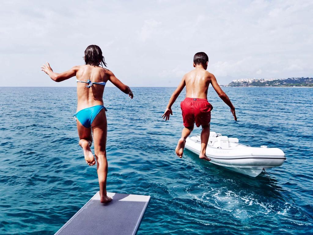 5 reasons to charter a luxury catamaran