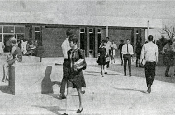 Students on the Stone Ridge Campus on Opening Day, 1967