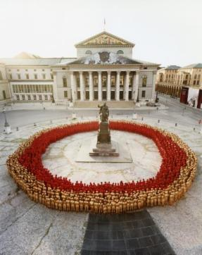 Spencer_Tunick_Munich_3_Bayerische_Staatsoper_2011