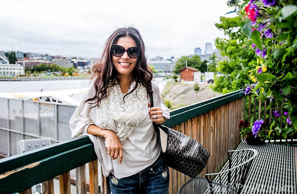 Adriana De Moura in Seattle