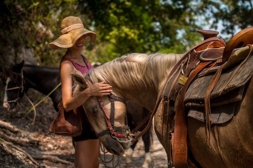 Belize horseback riding tour
