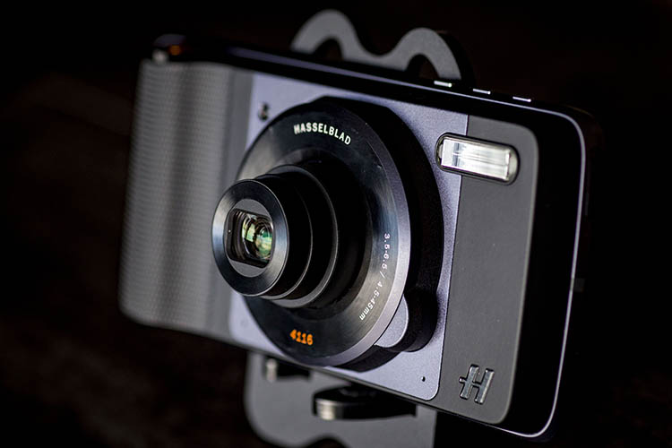 Review: Moto Z Force Droid and Hasselblad True Zoom ...