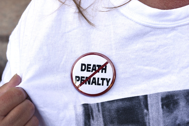 An anti-death penalty button is worn by a demonstrator attending a protest against the scheduled execution of convicted murderer Richard Glossip, at the state capitol in Oklahoma City, Oklahoma September 15, 2015. Glossip, 52, is set to be put to death by lethal injection at the state's death chamber in McAlester on Wednesday at 3 p.m. local time after unsuccessfully challenging the legality of Oklahoma's lethal injection mix. He was found guilty of arranging the 1997 murder of the owner of an Oklahoma City motel he was managing. REUTERS/Nick Oxford - RTS1A0Y