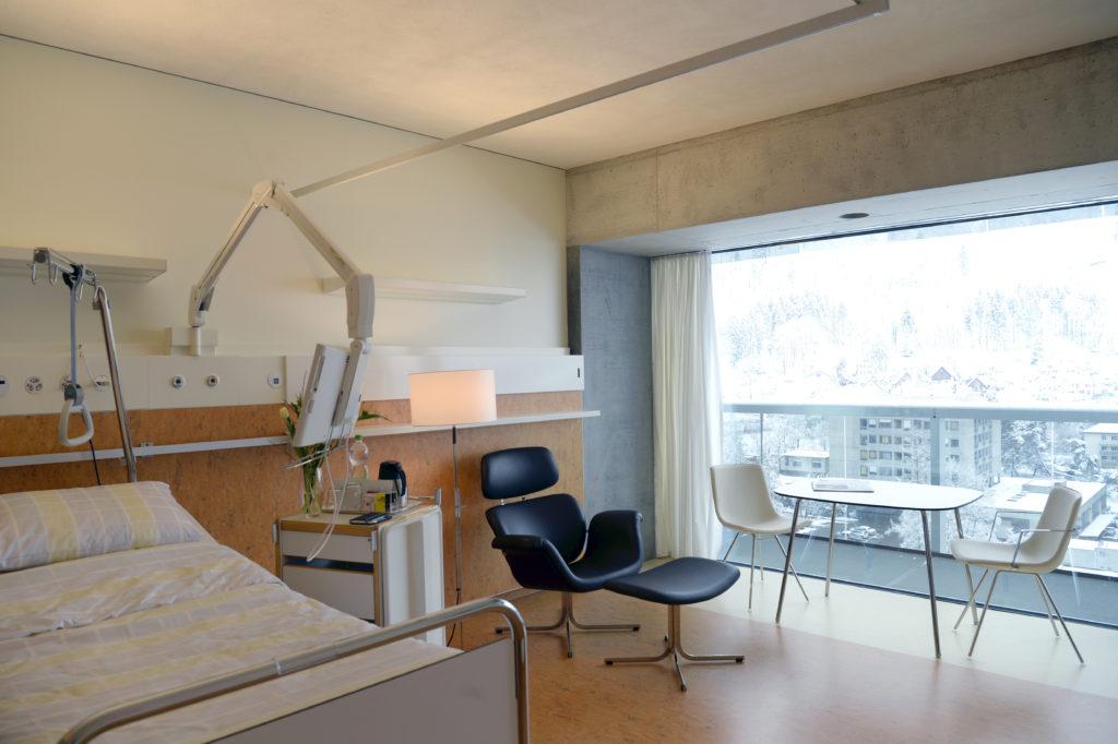 Anfang April geht das neue Bettenhaus des Stadtspitals Triemli in Betrieb - das modernste der Schweiz. Stadträtin Claudia Nielsen war bei der Eröffnung voller Stolz. (Foto: Doris Fanconi)