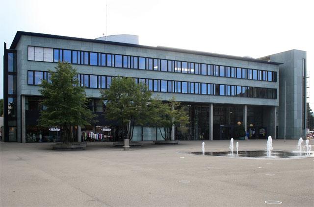 Fremdenfeindin als Chefbeamtin der Sozialbehörde. Stadthaus Dübendorf