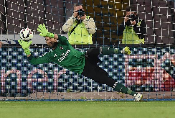 Sezon başında R.Madrid'den transfer ettiğimiz D.Lopez, Higuain'in penaltısını çıkarıyor.