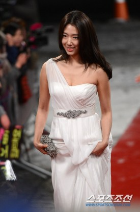 Park Shin Hye at the red carpet of the 2012 KBS Drama Awards