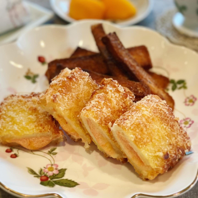 今日の遅い朝ごパン『明太マヨチーズ揚げパン』