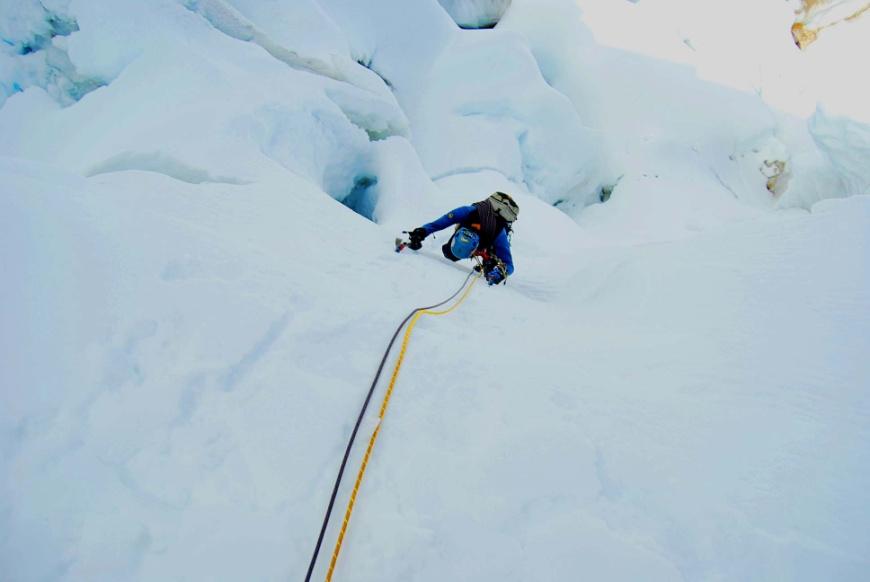 Escalando en la cara sur del Nevado Chicón