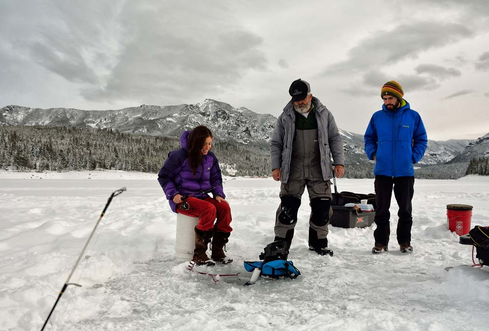 Un día de descanso en Bozeman, practicando Ice Fishing en Reserva Nacional Hyalite Canyon  Foto: Diego Sáez