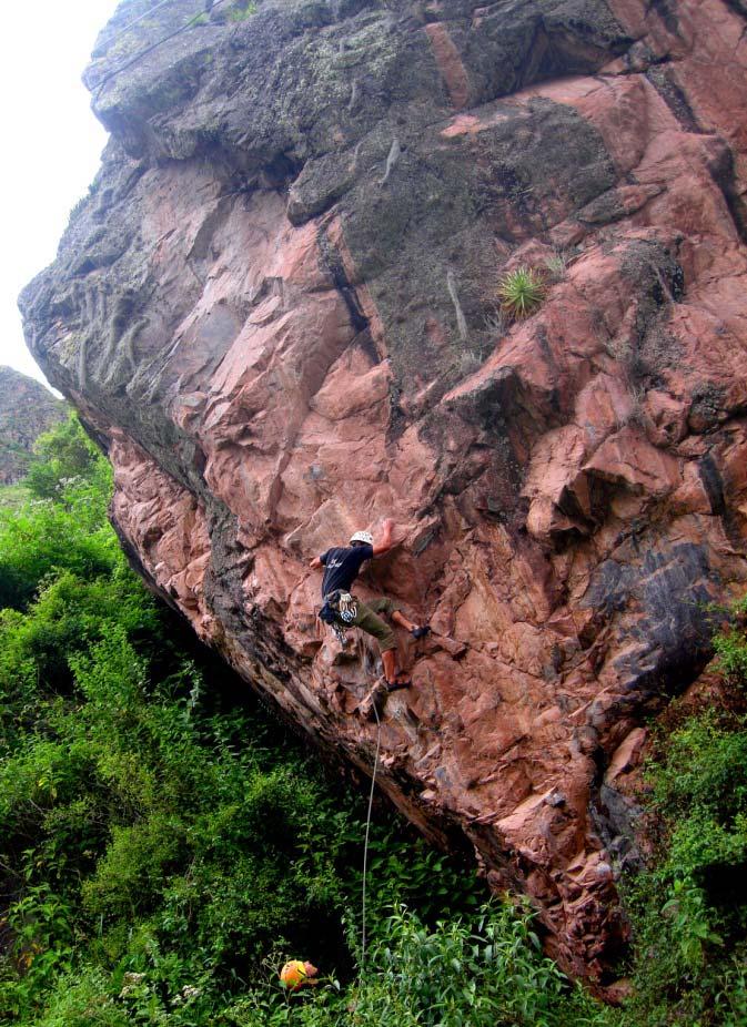 escalando en el sector Medinayoc - Perú
