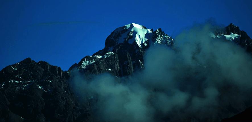 El Nevado Pumahuanca - Cara sur 5350mts, a la izquierda.