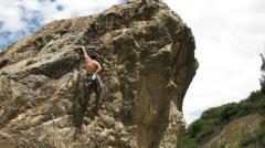 Subiendo una roca.