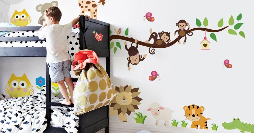 Cómo retirar un vinilo decorativo de tu pared