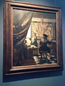 ウィーンの美術史美術館から。1666年ごろに描いた絵画。フェルメールの作品中、最大かつもっとも複雑な作品と言われています。この作品はフェルメールが借金に苦しんでいたときにも手放さなかったことから、フェルメールにとって大切な作品だったようです。