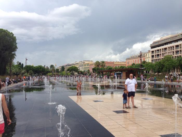 ニースのマセナ広場。