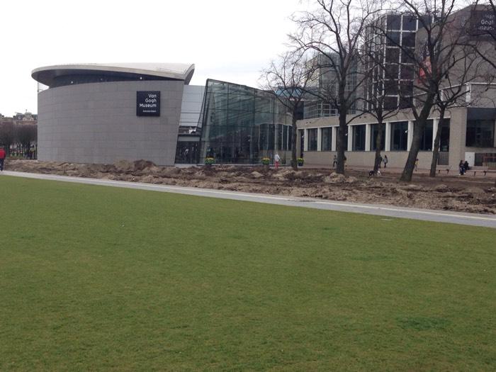 ゴッホの作品を中心に展示している国立美術館。 ー ゴッホ美術館 ー