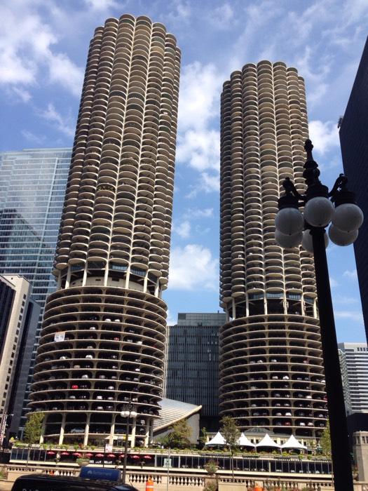 二つのとうもろこしタワーと呼ばれる、シカゴのマリーナ・シティー。