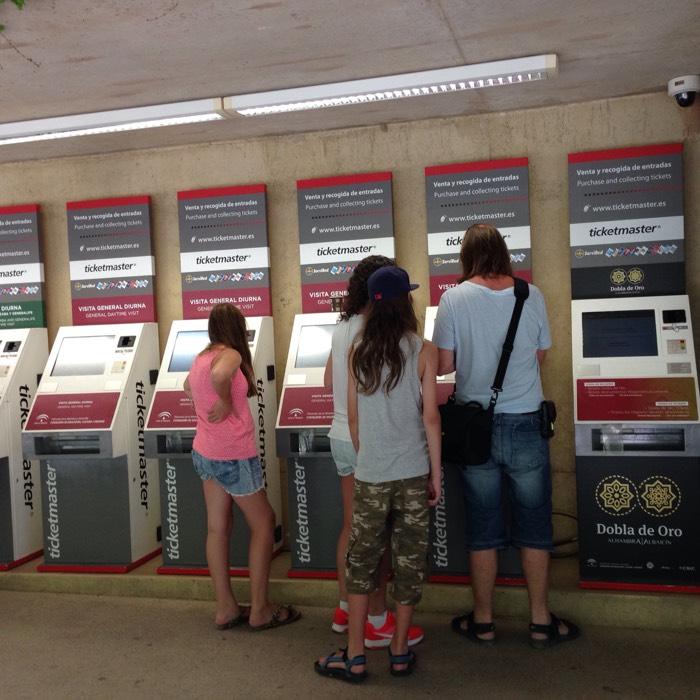 グラナダのバスチケット販売機。
