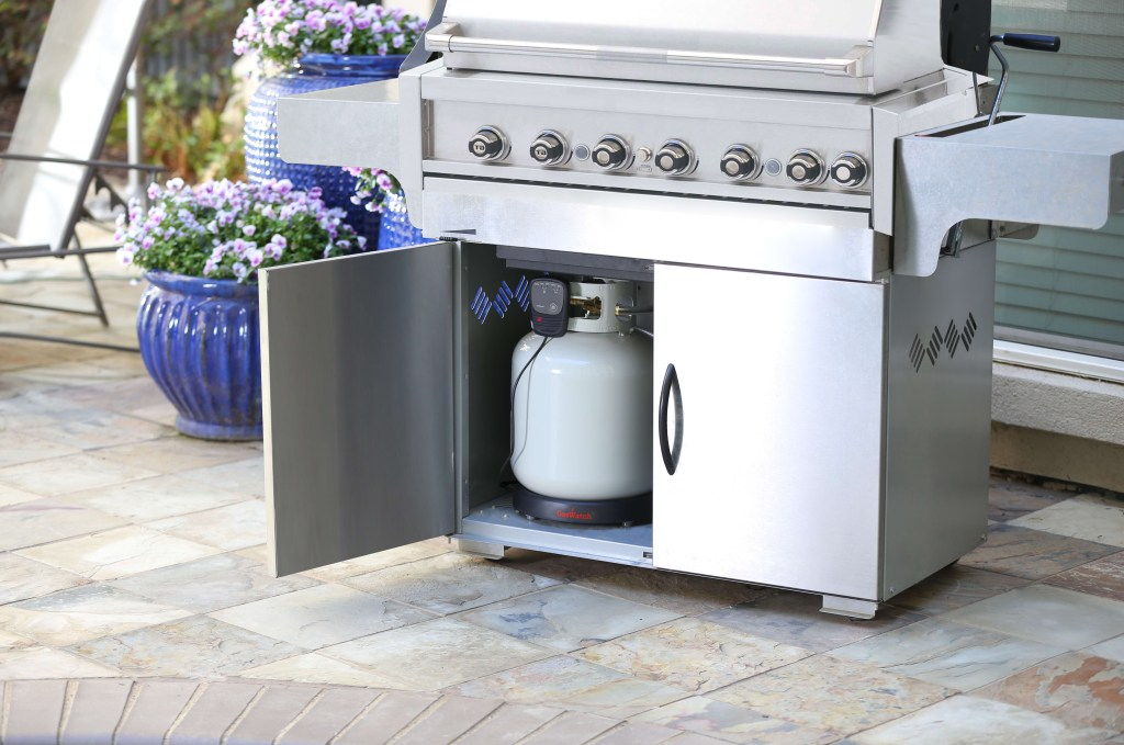 GasWatch ensures that you'll never run out of propane while grilling, thanks to its bluetooth-enabled tank scale
