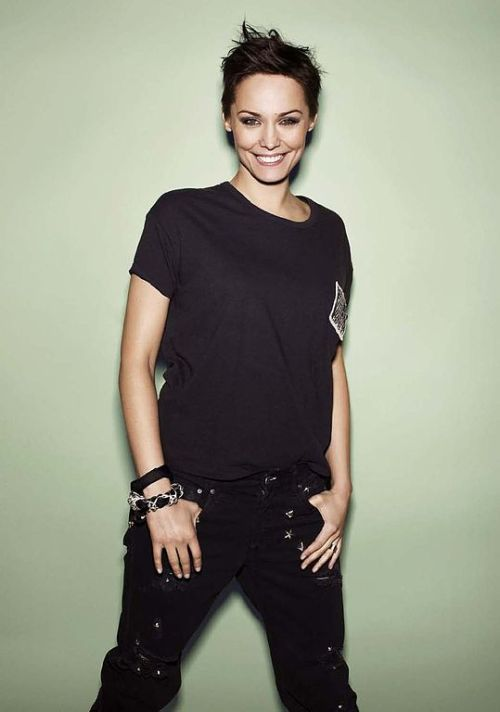 The t-shirt and denim jean combo is the very basic of the basics in achieving the tomboy look.