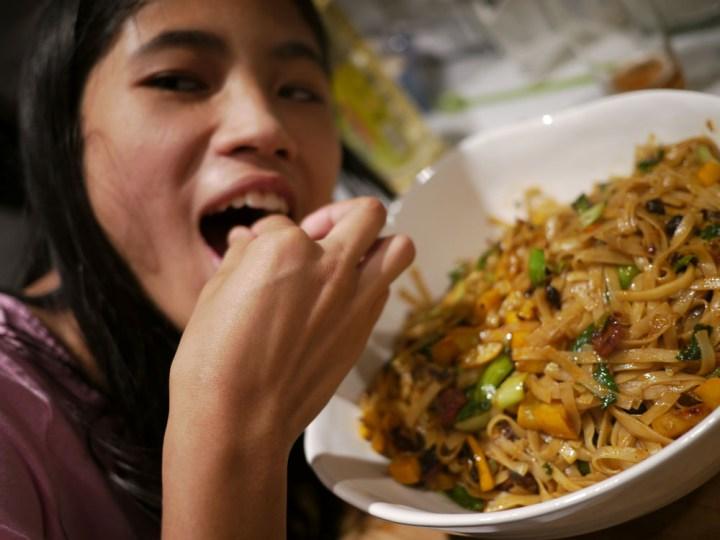 FC eats noodles test