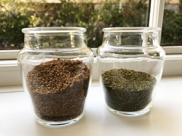 red and green Sichuan pepper powders