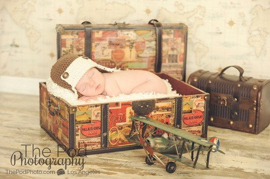 traveler-set-newborn-baby-in-suitcase-airplane-santa-monica-photography