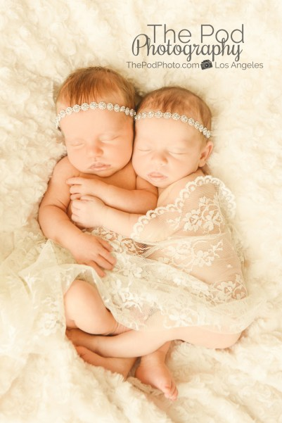 creative-twin-newborn-photography-girly-lace-neutral-colors-los-angeles