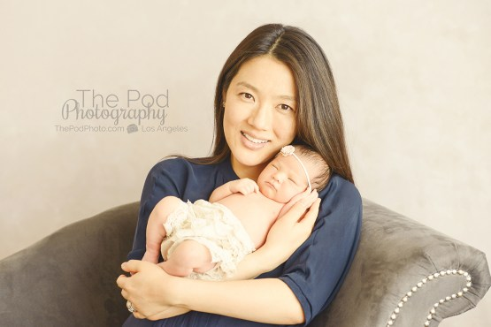 mommy-andnewborn-daughter-portrait-los-angeles
