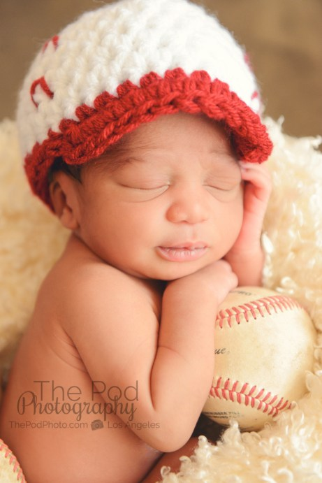 best-baseball-newborn-poses