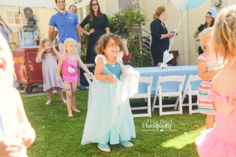 Birthday-Girl-Happy-Excited-Surprise-Frozen-Theme-Hollywood-Kids-Party-Photographer-The-Pod-Photography