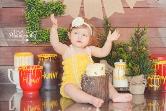 happy-one-year-old-photos-cake-smash-susie-cakes-los-angeles-studio-the-pod-photography