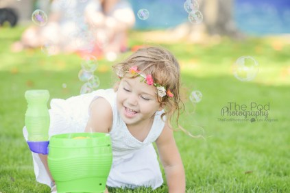 party-guests-bubble-fun-sunny-california-canid-birthday-photos-first-birthday-party-photographer-the-pod-photography