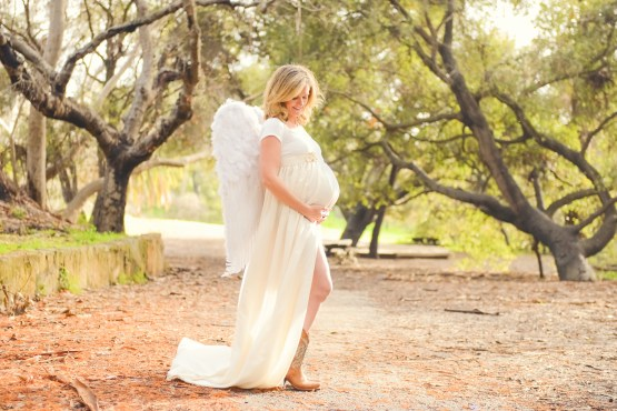 angel-wings-maternity-pictures