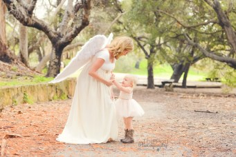 mother-daughter-angelic-portraits