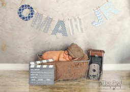 hollywood-inspired-newborn-picture-on-a-movie-set