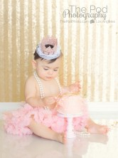 baby's-first-birthday-photography-session-with-cake