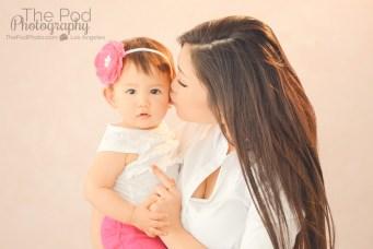 kissing-baby-cheeks-photo-studio