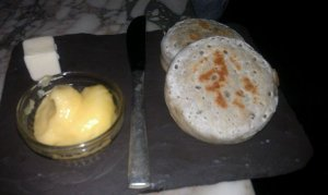 Crumpets with lemon curd