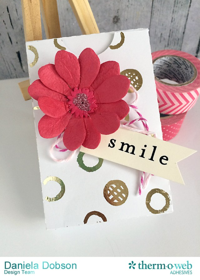Smile gift box closed by Daniela Dobson